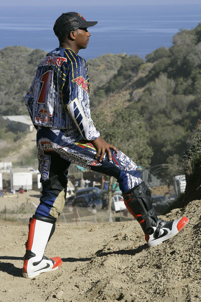 FIRST LOOK AT JAMES STEWART NEW BOOTS