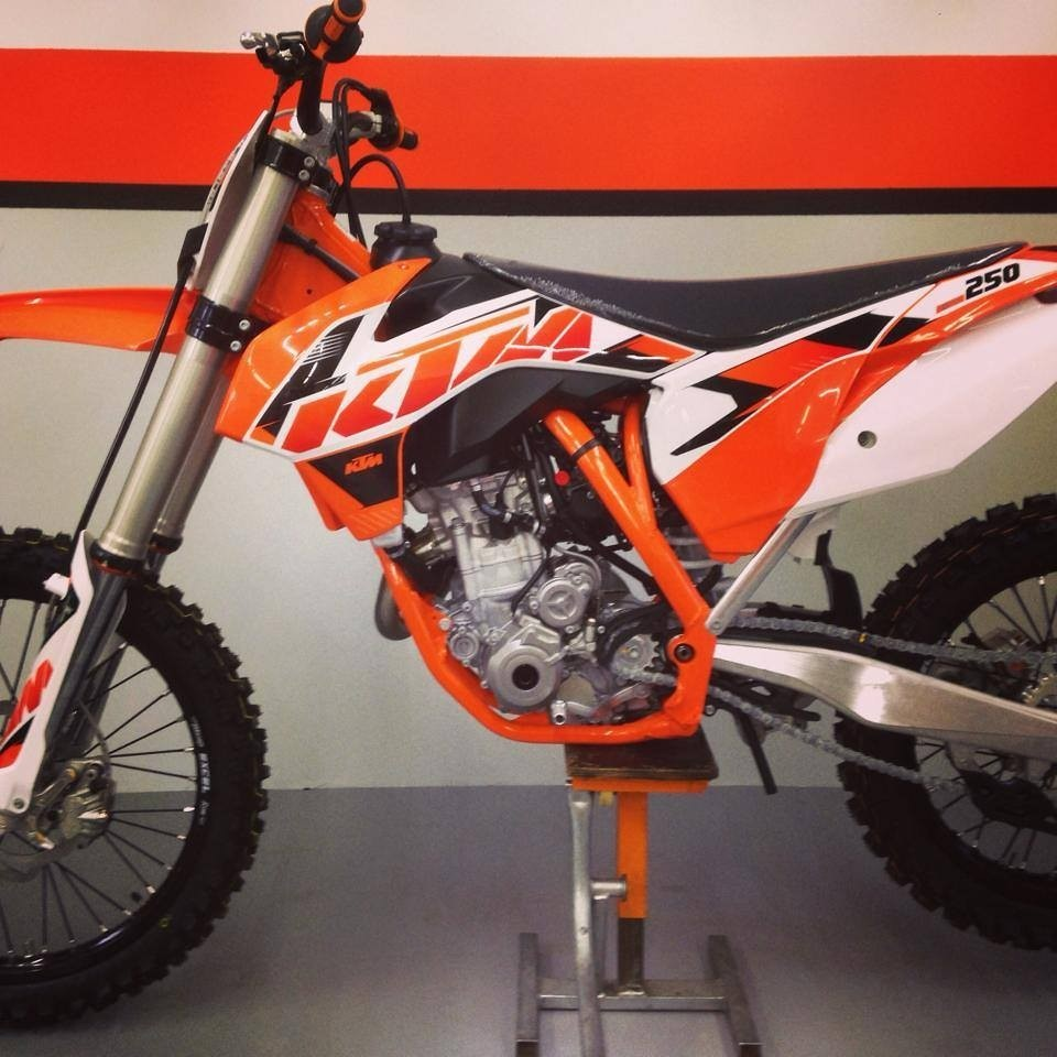 fe44d43e6b1 MXA S WEEKEND NEWS ROUND-UP  2015 KTM SPIES ARE EVERYWHERE ...