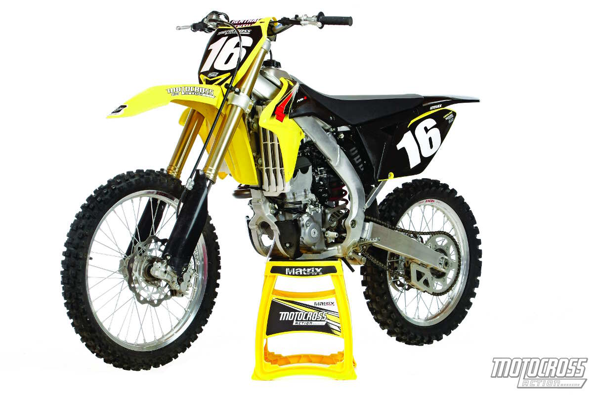 mxa 39 s 2015 suzuki rm z250 motocross test glass half full. Black Bedroom Furniture Sets. Home Design Ideas