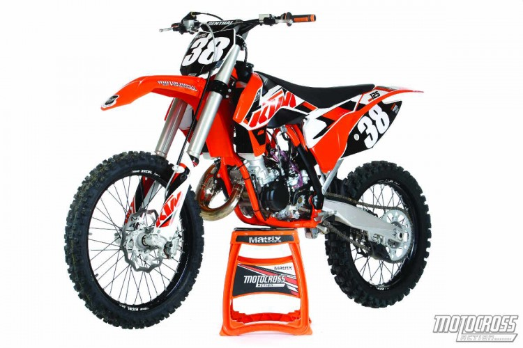 mxa 39 s 2015 125 two stroke shootout husky ktm yamaha motocross action magazine. Black Bedroom Furniture Sets. Home Design Ideas