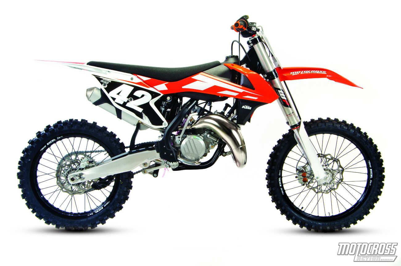 two stroke shootout ktm 125sx vs yamaha yz125 motocross. Black Bedroom Furniture Sets. Home Design Ideas