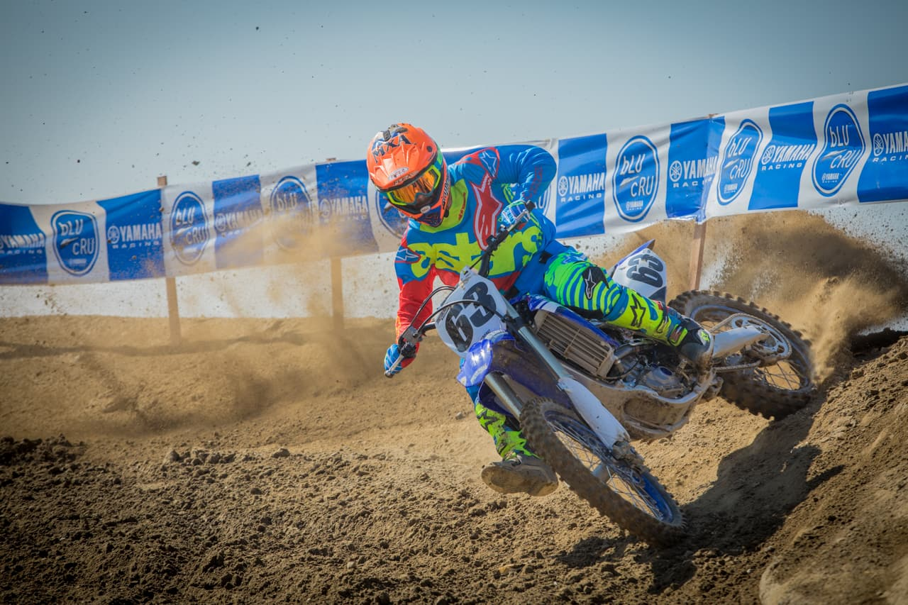 WHAT HANDLES BETTER? A TWO-STROKE OR A FOUR-STROKE? | Motocross