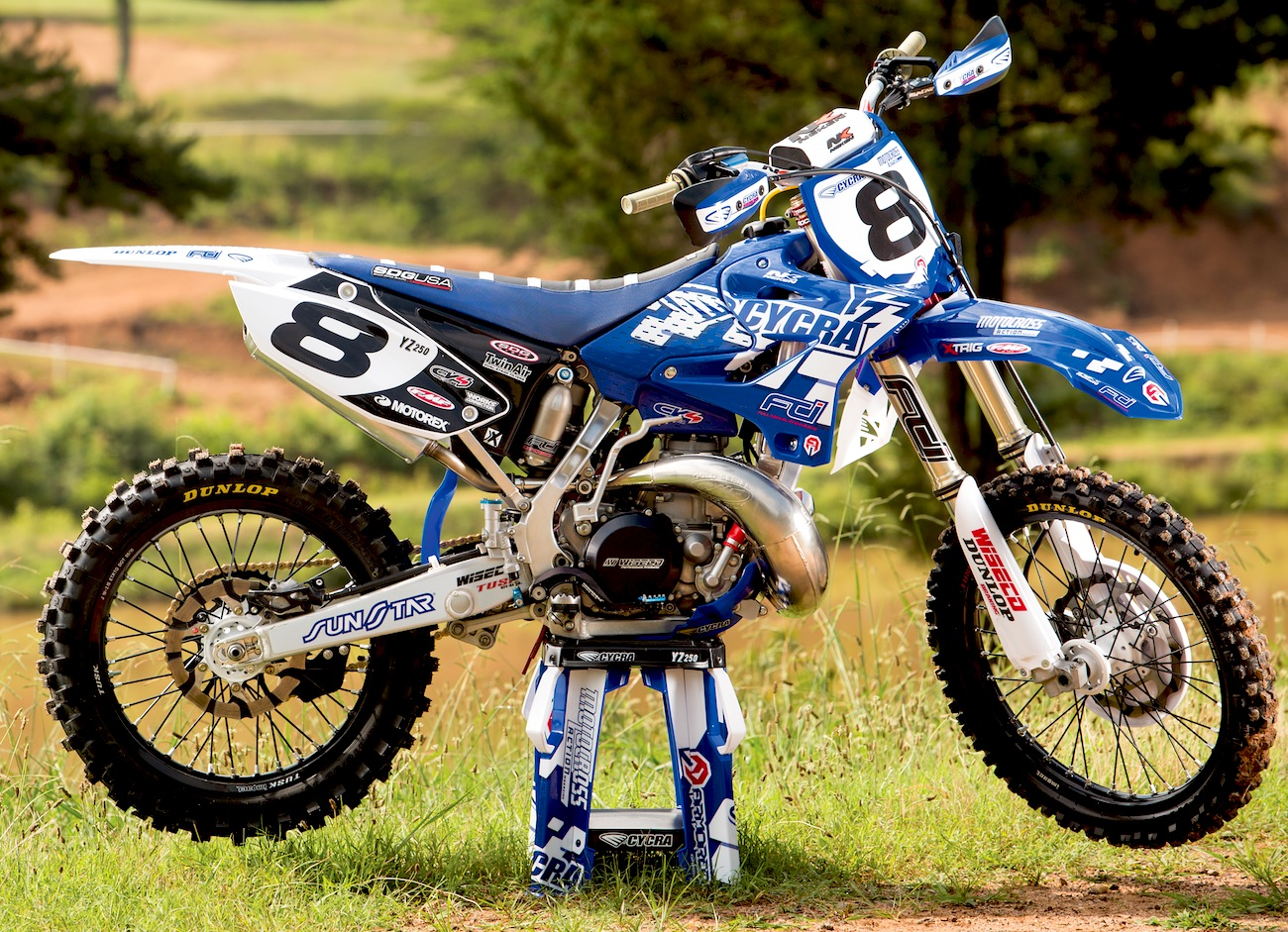 we build a kevin windham replica yamaha yz250 two stroke motocross action magazine. Black Bedroom Furniture Sets. Home Design Ideas
