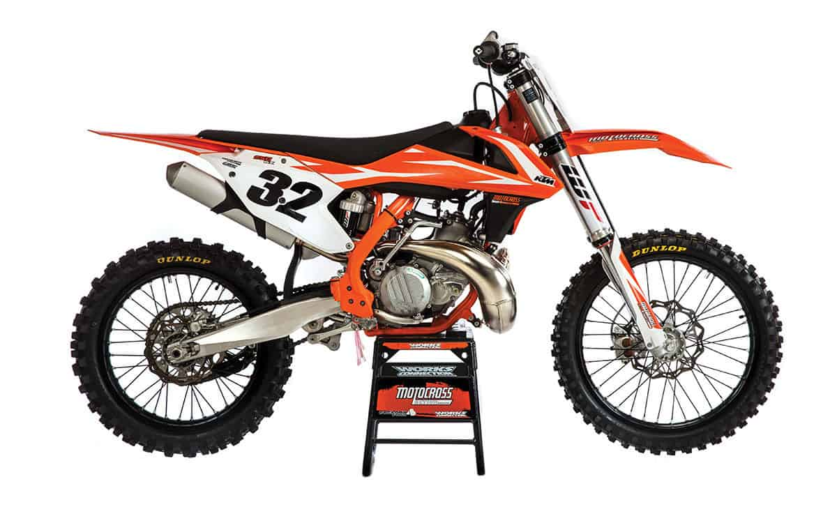 Mxa Motocross Race Test 2018 Ktm 250sx Two Stroke Yamaha Outboard 2 Carburetor Diagram There Is Something About The Stance Of A With Its Low Boy Pipe Minimalistic Engine And Lean Look That Makes It Stand Out From Four Even